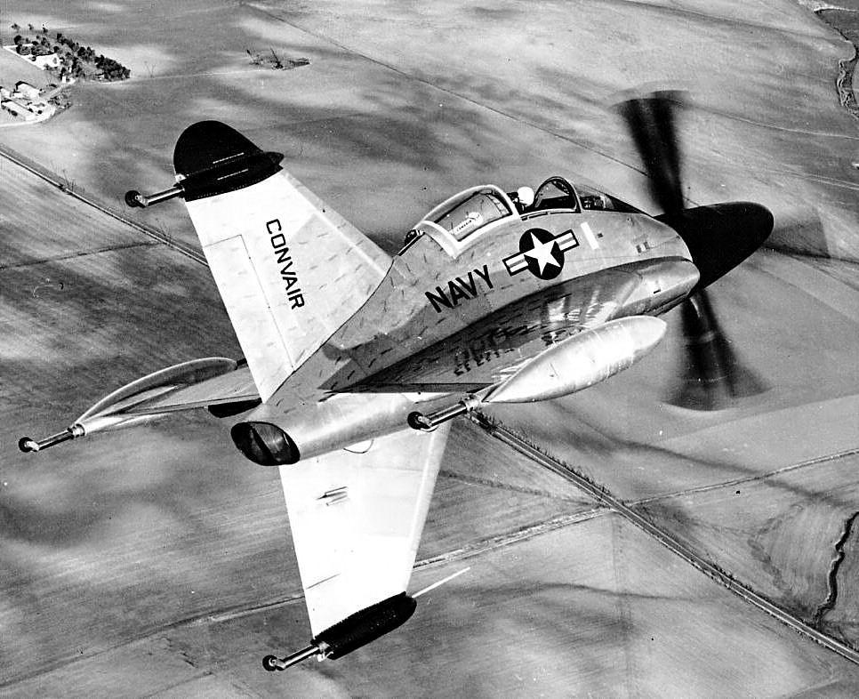Développé moins de six ans après la fin de la seconde guerre mondiale, le Pogo devait apparaitre vraiment futuriste à son époque. On était déjà loin du Spitfire !