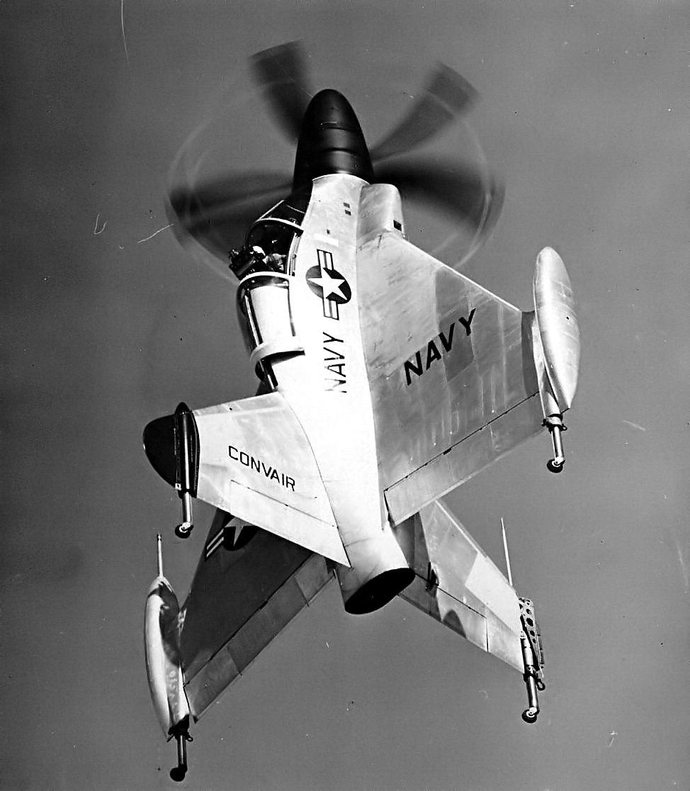 Une vue saisissante du Convair XFY-1 en vol stationnaire