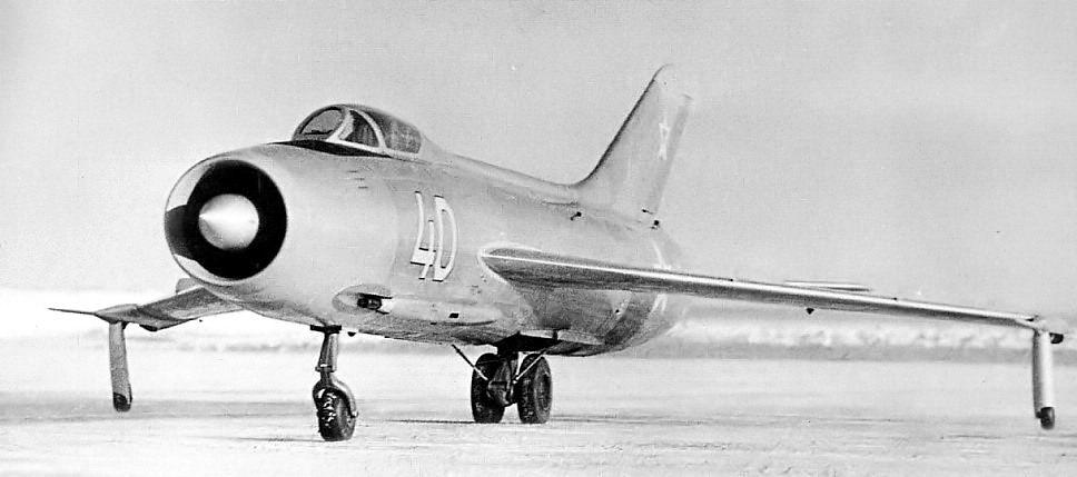 YAKOVLEV - avioni konstruktora Jakovljeva Yak140_01
